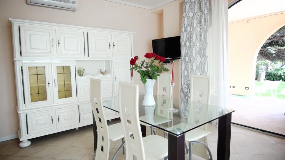 Wohnung loto familien ferienhaus an der riviera for Bettsofa 180x200